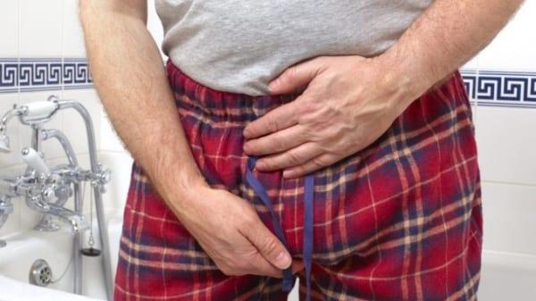 Cảm giác đau do viêm mào tinh hoàn giảm khi dùng tay nâng bìu. Viêm mào tinh hoàn là tình trạng sưng viêm ở ống cuộn kết nối tinh hoàn với ống dẫn tinh