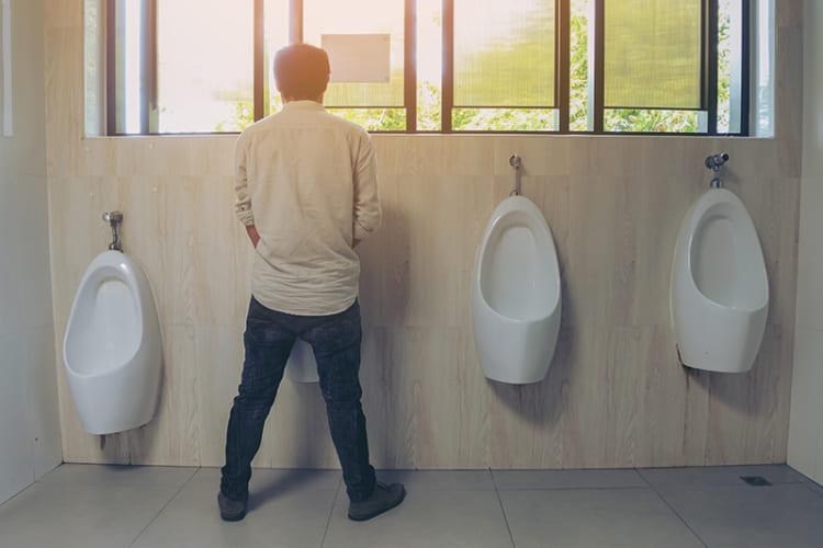 Viêm đường tiết niệu hay viêm niệu đạo ở nam giới gây ra tình trạng ngứa rát, bất tiện, khó chịu, ảnh hưởng tới sinh hoạt hàng ngày. Viêm niệu đạo không chỉ gây bất tiện trong sinh hoạt mà còn để lại nhiều biến chứng nguy hiểm.