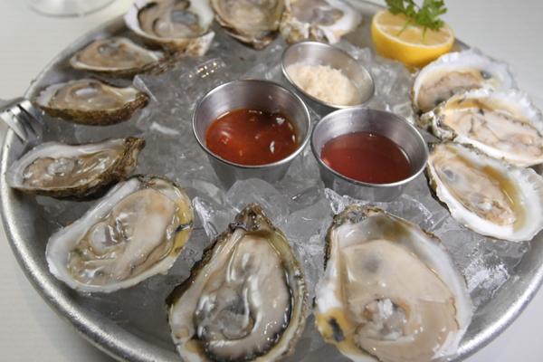 Các chuyên gia cho biết, hàu biển vốn được coi là thực phẩm cao cấp tăng cường sinh lý phái mạnh do chứa nhiều kẽm và cải thiện chất lượng tinh trùng. Do có hàm lượng kẽm rất cao nên hàu được xem là thực phẩm giúp tăng cường sinh lý phái mạnh.
