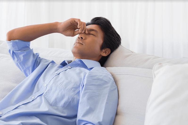 Triệu chứng suy giảm testosterone hay giảm nội tiết tố nam xuống dưới mức bình thường là nguyên nhân chính gây ra tình trạng mãn dục nam, thường xuất hiện ở nam giới sau 40 tuổi. Bị stress, căng thẳng, phải giải quyết nhiều vấn đề là nguyên nhân dẫn đến giảm testosterone ở nam giới.