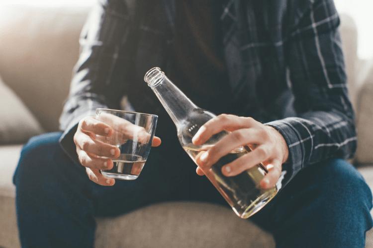 Uống rượu có làm nam giới sung hơn?